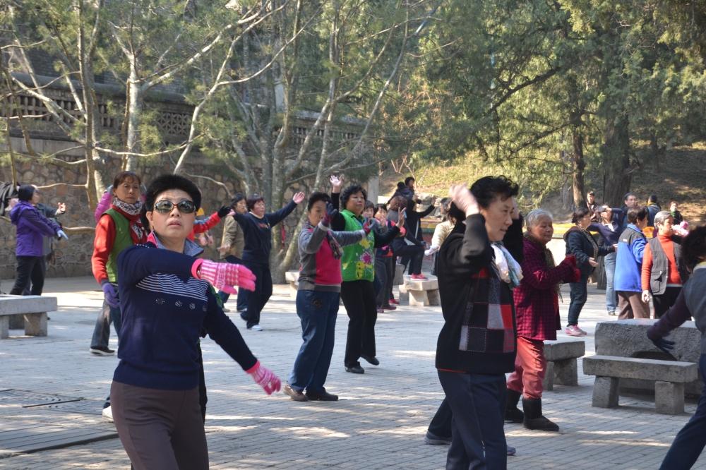 Pekín, mujeres practicando Tai Chi